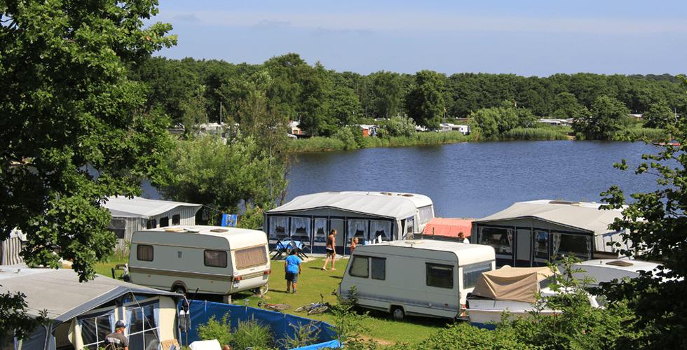 Campingplatz mit Blick auf den Strandsee