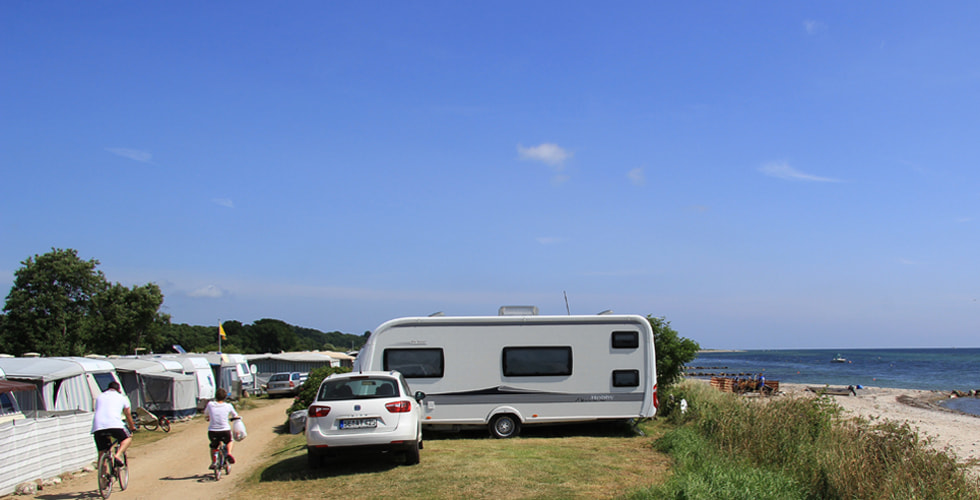 Campingwagen mit Blick auf die Ostsee